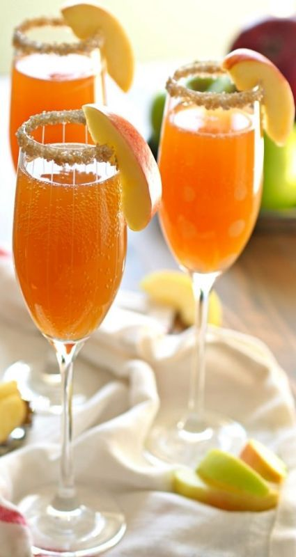 Apple Cider Mimosas. This is the best and easiest cocktail for Fall! #fall #recipes #cocktails