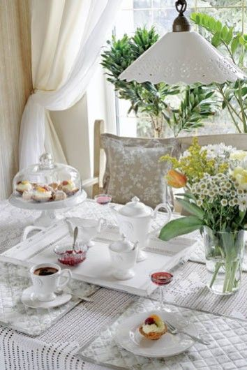 Little Emma English Home: {House Tour} White is always a good idea!