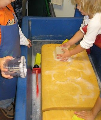Giant soapy sponge at the water table - Re-pinned by #PediaStaff.  Visit http://ht.ly/63sNt for all our pediatric therapy pins