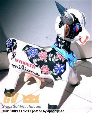 la mucca Carolinaaaaa,c'era anche in versione marina, per fare il bagno ed aveva le gambe diverse... BETTY