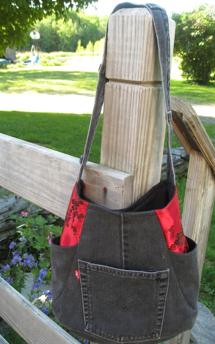 """On the blog """"Socks have NO THUMBS!"""" --several other bags shown too"""