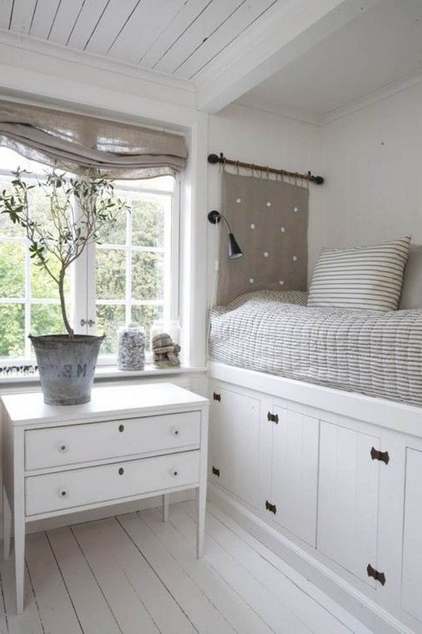 Excellent neutral colour combination for this cute bedroom with fantastic under bed storage solution and spot-on co-ordination.