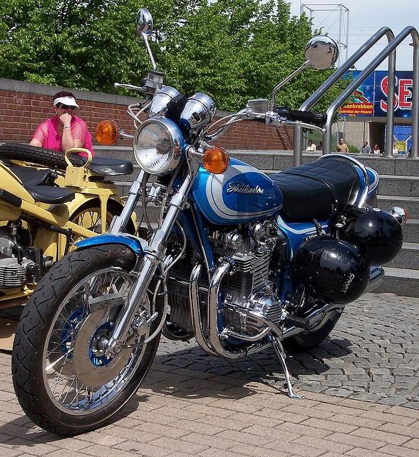 Kawasaki Z1000 blue