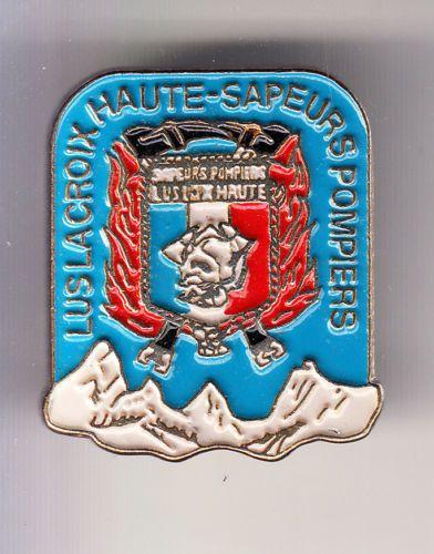 RARE-PINS-PINS-POMPIER-FIRE-CASERNE-MONTAGNE-ALPES-LUS-LA-CROIX-HAUTE-26-CD