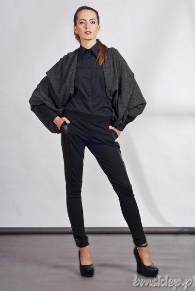 Ciepła, obszerna narzutka, która miękko otula #cialo i buduje interesujące proporcje sylwetki. Nowoczesny element garderoby, który łatwo połączysz z wieloma zestawami tej jesieni. Zapewnia swobodę ruchów i niepowtarzalny wygląd.... #Swetry - http://bmsklep.pl/lanti-sweter-106-swetry