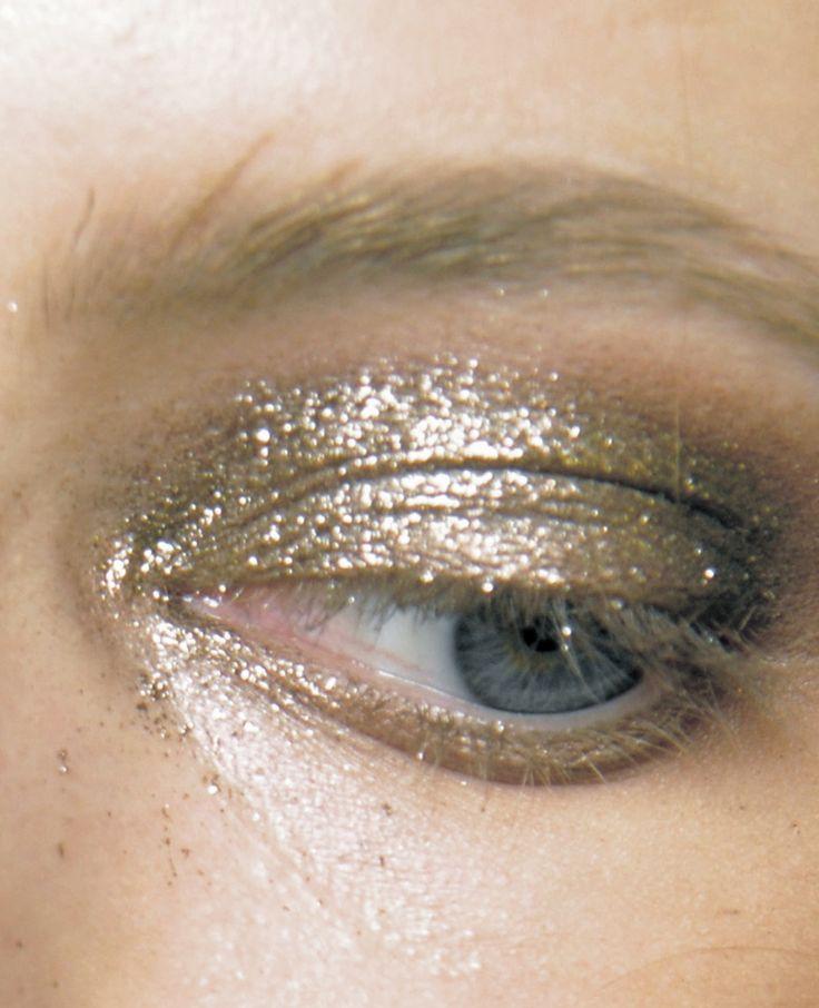 glitter! backstage at anna sui s/s 2011: Gold Glitter, Eye Makeup, Eye Shadows, Golden Eye, Eyemakeup, Make Up Style, Glitter Eye, Gold Eyeshadows, Anna Sui