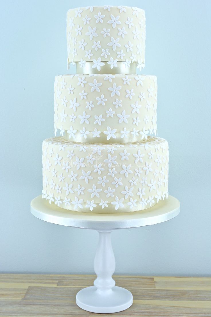 Modern White Flower Wedding Cake Illustration - The Wedding Ideas ...