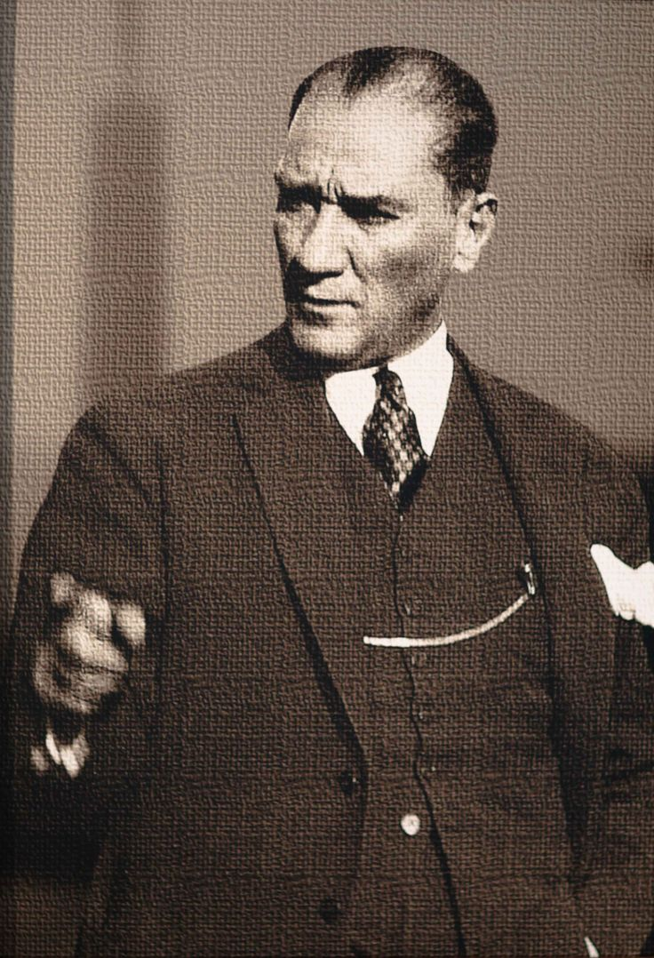 Mustafa Kemal Atatürk -Ankara Büyükşehir Belediyesi Basın Merkezi, Kızılay Sanat Galerisi'nde bu fotoğraf ve daha fazlası, 5 Ocak 2013'e kadar sergilenecektir-