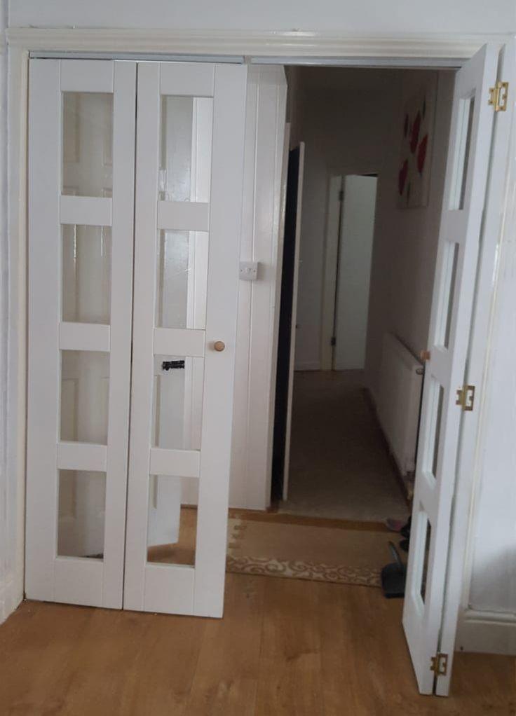 Las 25 mejores ideas sobre puertas plegables en pinterest puertas doble doblez puertas de - Puertas de madera plegables ...