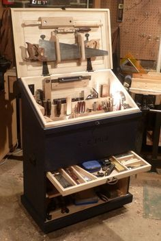 Dutch Tool Chest On Wheels. Build It As Two Parts To Make It More Portable
