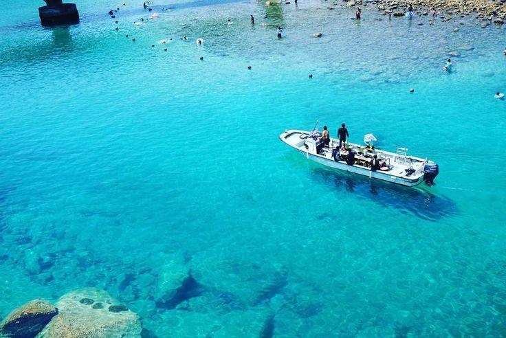 透明すぎて船が浮いて見える…日本とは思えない「柏島」のビーチが美しすぎる - Find Travel