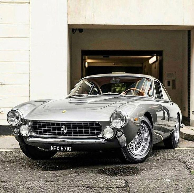 Ein seltener Klassiker, Ferrari 250 GT SWB – www.bonvier.com #bonvier #watches #cars #fe …   – Auto