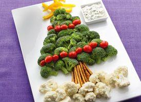 Healthy vegetable Christmas tree snack.