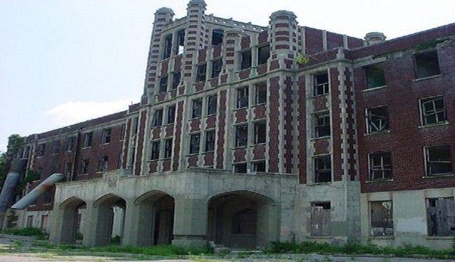 Waverly Hills è stato un ospedale e manicomio dove i pazienti venivano maltrattati. Oggi sarebbe ancora possibile vedere fantasmi al suo interno.