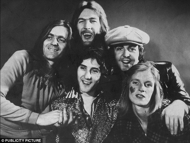 Denny Laine, Denny Seiwell, Paul McCartney, Linda McCartney and Henry McCullough, 1971.