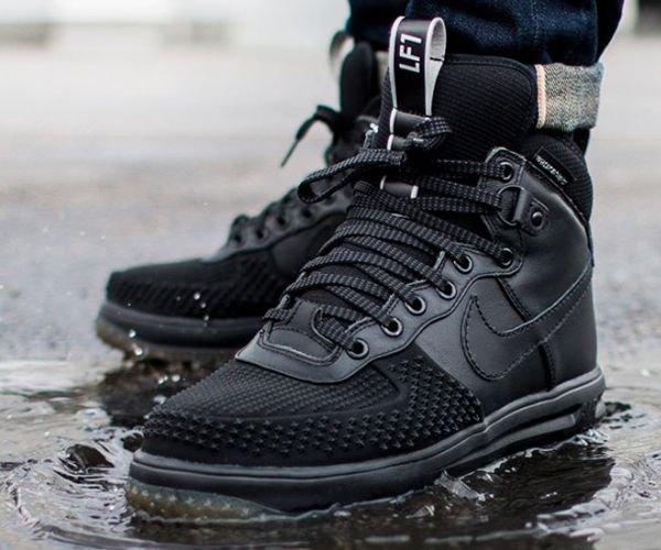 Nike gives more teeth to the Lunar Force 1 Sneakerboot. This duckboot  variant has rubber
