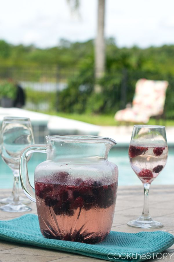 Homemade Berry Wine Cooler - a refreshing summer drink from @cookthestory