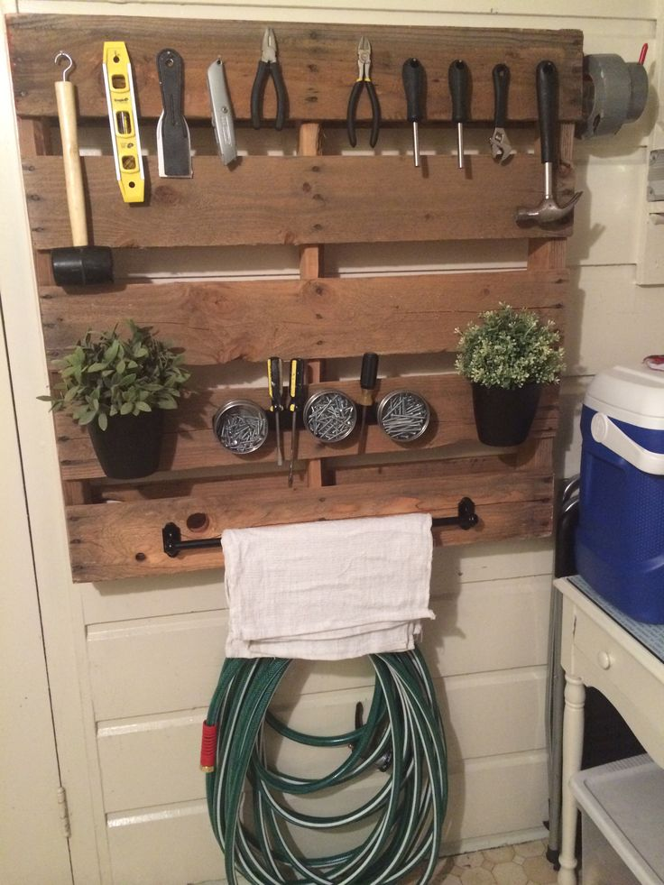 Salvaged pallet tool wall