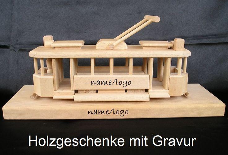 Der Straßenbahn auf einem Holzsockel, Spielzeug modele aus Holz