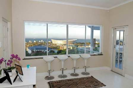 Green Point Self Catering Holiday House | Roos Streethttp://capeletting.com/atlantic-coast/green-point/roos-street-221/