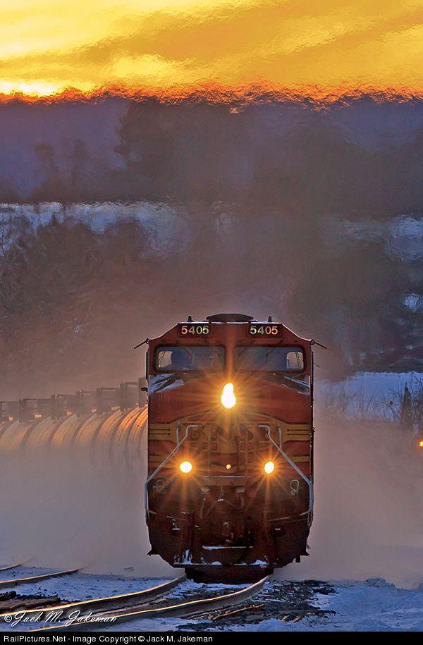 RailPictures.Net Photo: BNSF 5405 BNSF Railway GE C44-9W (Dash 9-44CW) at Fonda, New York by Jack M. Jakeman