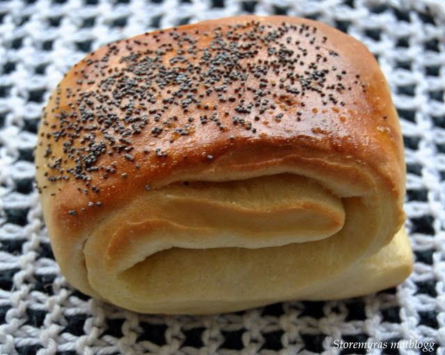 Storemyras matblogg: Tebriks/frokostbrød (breakfast buns with poppy seeds)
