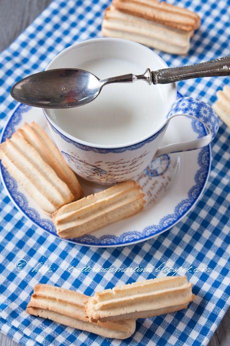 I krumiri di riso, sono dei biscotti naturalmente privi di glutine e quindi adatti anche ai Celiaci.