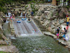 自然レジャースポットのグリーンエコー笠形では川遊びやアスレチックが楽しめます 夏場のこの時期ならカーミンのみずべが子どもたちに大人気です 思いっきり水遊び川遊びをたのしめますよ  特に森のすべり台は長さ10mで幅5mと大きなものです水しぶきを上げて子ども達が滑っていきますよ とっても楽しそう川遊びだったらアマゴのつかみ取り体験も盛り上がっていますよ カーミンのみずべで遊べるのは8月末日までとなっておりますので早めに足を運んでみてくださいね  また施設が充実したBBQ場もありますし夏のおでかけにはぴったり  秋にはトレッキングや登山を楽しむのもおすすめ  ぜひぜひ遊びにいらしてくださいね()v  http://ift.tt/2ucHTPg  #夏休み #夏 #川 #ハイキング #紅葉 tags[兵庫県]