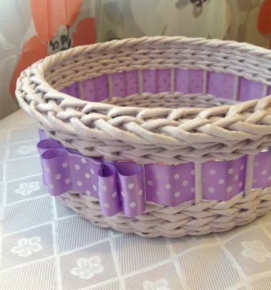 DIY Ribbon basket with newspaper weaving - upcycling craft // Szalagos kosárka újságpapírból - papírfonás // Mindy - craft tutorial collection // #crafts #DIY #craftTutorial #tutorial