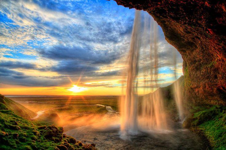 絶景の宝庫アイスランドの中でも随一の絶景「セリャラントスフォス滝」