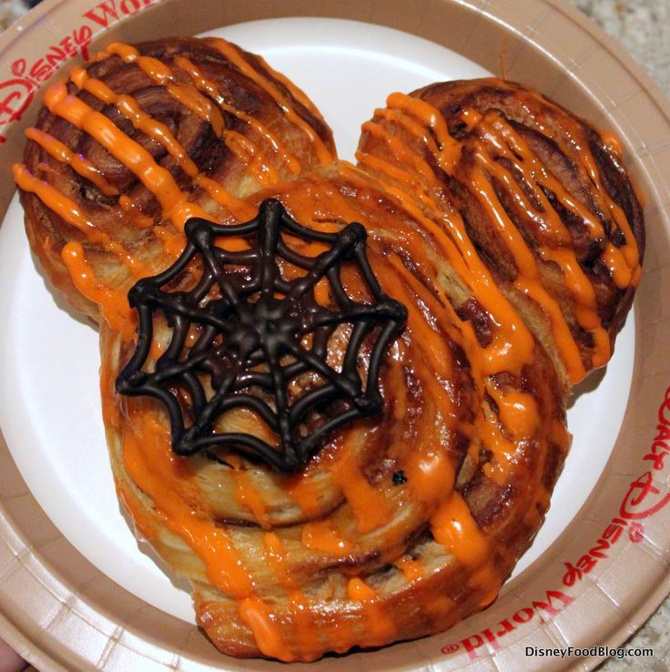 Halloween-inspired cinnamon roll from Mickey's Not So Scary Halloween Party