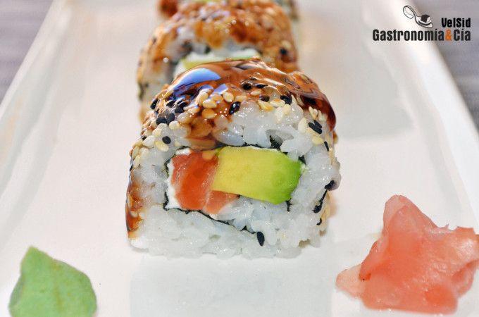 Seis Recetas De Sushi Uramaki O California Roll El Rollo De Sushi Invertido Sushi Recetas Sushi Sushi Roll