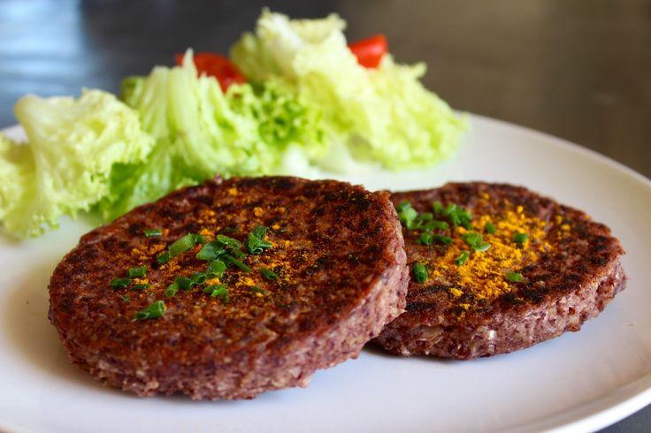 C'est une recette visuellement assez bluffante puisque les steaks de haricots rouges ressemblent à s'y méprendre à de vrais steaks hachés … et pourtant pas un seul gramme de produ…