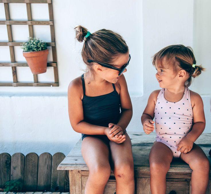 Bañadores niñas. Girl's swimwear. Costume da bagno per bambini. Shop online: www.tothemoon.es Europe shipping
