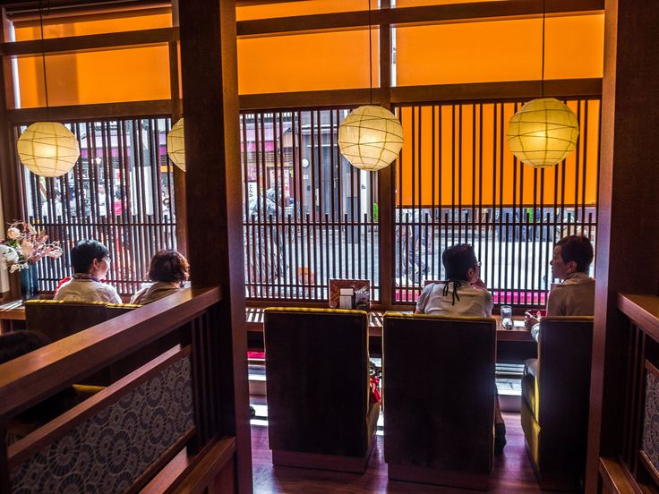 Asakusa Akane Saryo 3/4 If you do need to feel close to Rokku Broadway though, you can opt for one of the seats at the window -this will allow you to view what's going on but from a distance, invisible behind the lattice. #Asakusa, #Akane, #Saryo, #tea, #coffee, #Rokku, #Broadway April 22, 2016 © Grigoris A. Miliaresis