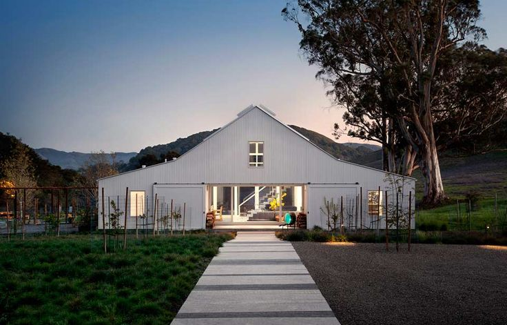 The Hupomone Ranch is located in the Chileno Valley, 3 miles outside of Petaluma, California. The ranch had not been cultivated for 30 years and the young family that...