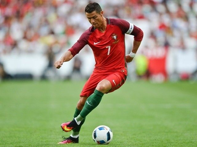 Lars Lagerback laughs off Cristiano Ronaldo's criticism of Iceland #Euro2016 #Iceland #Football