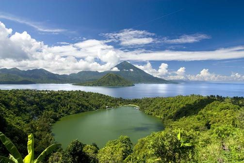 Lake Laguna with Tidore, Mt Kiematubu and Maitara in the background