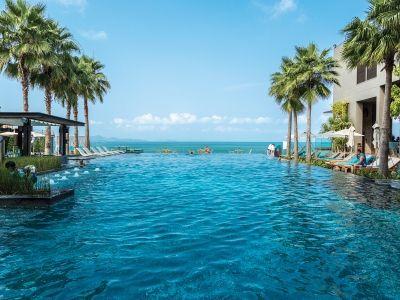 ビーチリゾートといえばパタヤ。 ビーチフロントにあるホテル、ケープ・ダラ・リゾート 最高に綺麗です。