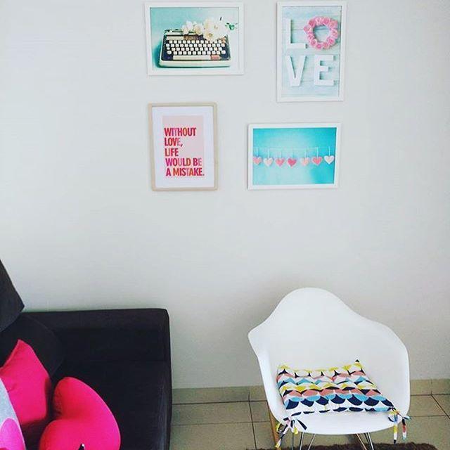 Cantinho mais que fofo da querida Marcinha, do IG @coisasdemarcinha e também leitora do blog! 😍  #frescurasdatati #cantinho #fofo #quadrosfofos #coisasdemarcinha
