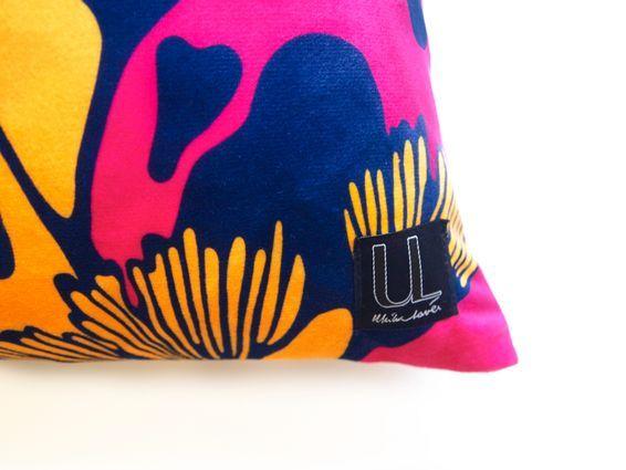 Kudde GINKO rosa/blå/gul - sammet - Ulrika Lavér