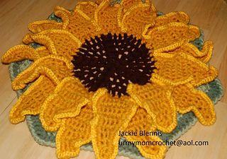 Ravelry: large sunflower centerpiece pattern by jackie blennis