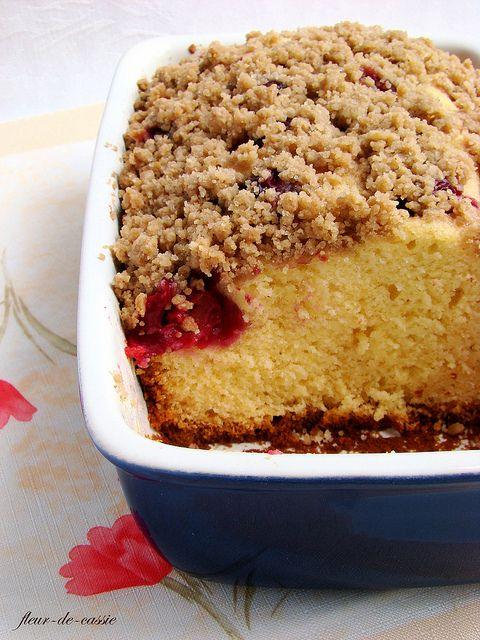 вишневый пирог с посыпкой