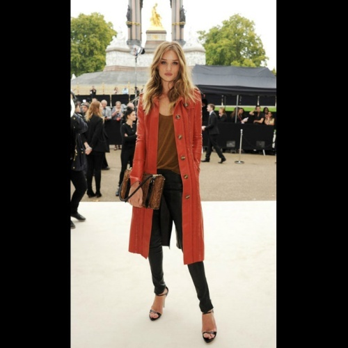 spice up your winter wardrobe with this winter stapleRosie Huntington Whiteley, Colors Combos, Fashion, Burnt Orange, Long Sweaters, Street Style, Red Coats, Long Cardigans, Rosie Huntingtonwhiteley