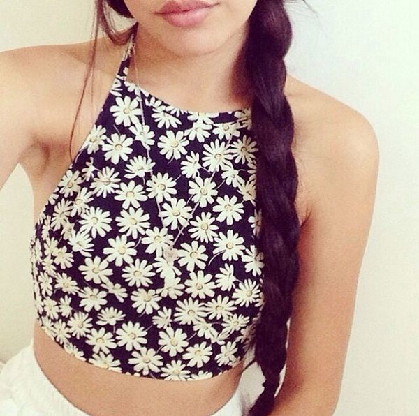 Omfg this daisy halter crop top D: I NEED THIS NOW. I've only got like the check pattern halter crop tops from new look. I seriously need a floral one .-.