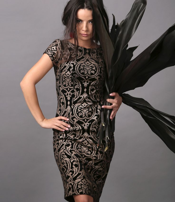 Shine in velvet! #velvet #gold #dress #eveningoutfit #party #fashion #style #fall17 #style #women #newcollection #yokko
