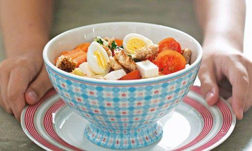 Salada colorida - a receita ideal para pôr a crianças a mexer em legumes e a prepararem as suas próprias receitas.