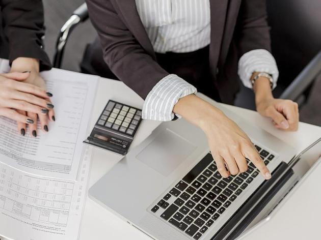 Finanzberater müssen nach der Beratung ein Protokoll erstellen. So können Kunden besser abwägen, ob die Geldanlage die richtigen Kriterien erfüllt.