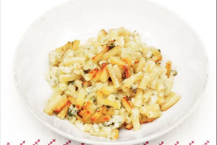 Kijk wat een lekker recept ik heb gevonden op Allerhande! Macaroni met bloemkool en kaas uit de oven