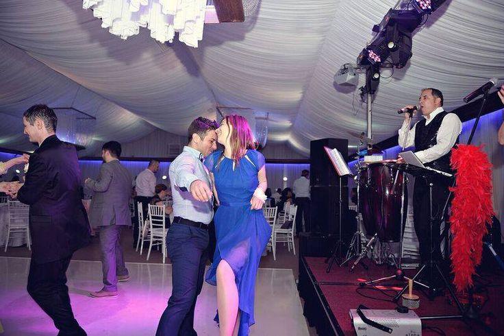 Formatii nunta Bucuresti, Ana Flavian, este alegerea perfecta pentru a fi pe placul rudelor din mediul rural,   si in acelas timp un veritabil Cover Band Bucuresti  www.formatia-anaflavian.ro